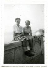 Antonietta Chiovini ed Edmea Maggiolo, infermiere della Brigata Cesare Battisti. Maggio 1945